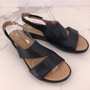 Like New Naturalizer black leather contour sandal